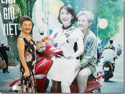 ハノイ海田さん等身大のポスター